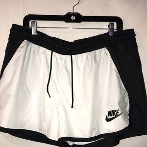 Women's Nike Windbreaker Running Shorts size xl
